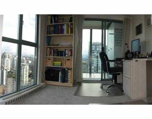 Condo Apartment at 2405 1188 HOWE STREET, Unit 2405, Vancouver West, British Columbia. Image 5