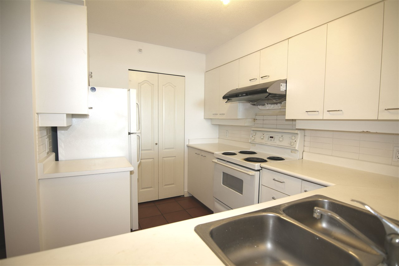 Condo Apartment at 1511 7380 ELMBRIDGE WAY, Unit 1511, Richmond, British Columbia. Image 5