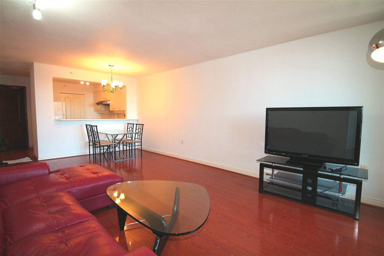 Condo Apartment at 1511 7380 ELMBRIDGE WAY, Unit 1511, Richmond, British Columbia. Image 8
