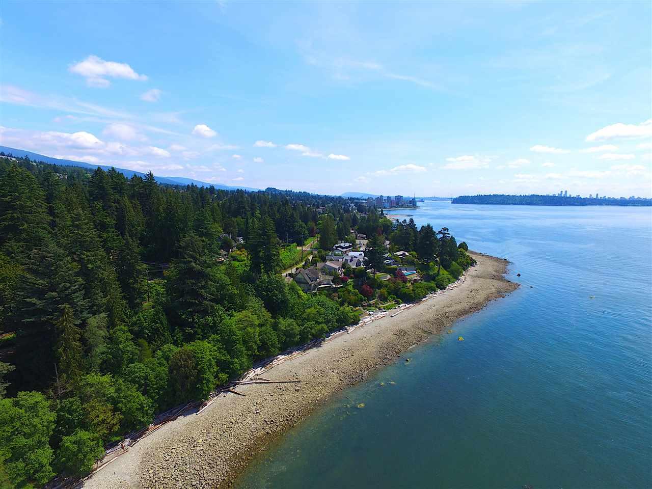 Detached at 2970 PARK LANE, West Vancouver, British Columbia. Image 3