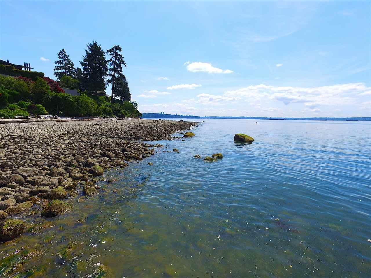 Detached at 2970 PARK LANE, West Vancouver, British Columbia. Image 5