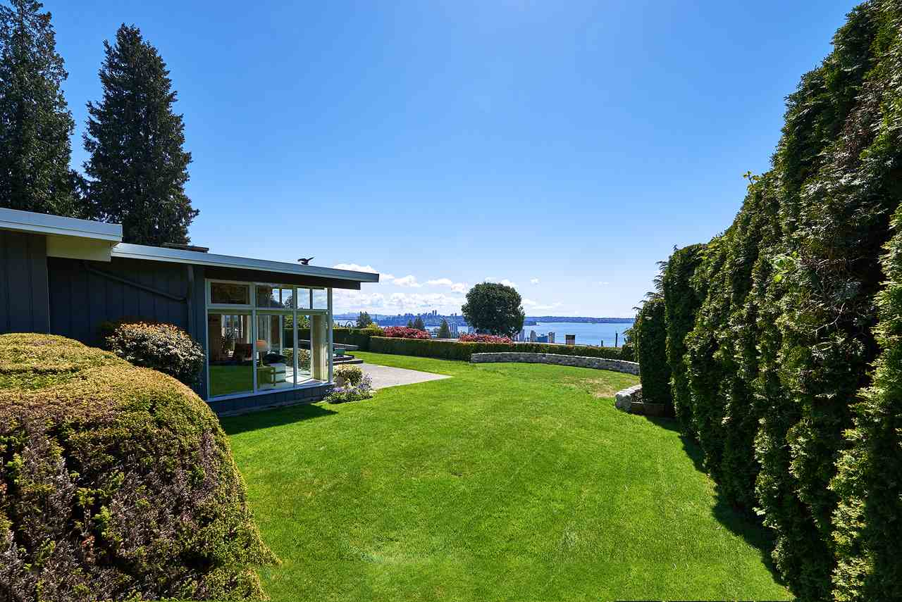 Detached at 2395 PALMERSTON AVENUE, West Vancouver, British Columbia. Image 1