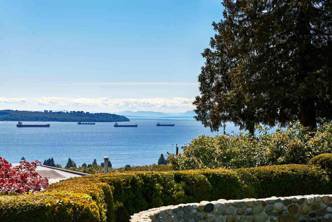 Detached at 2395 PALMERSTON AVENUE, West Vancouver, British Columbia. Image 2