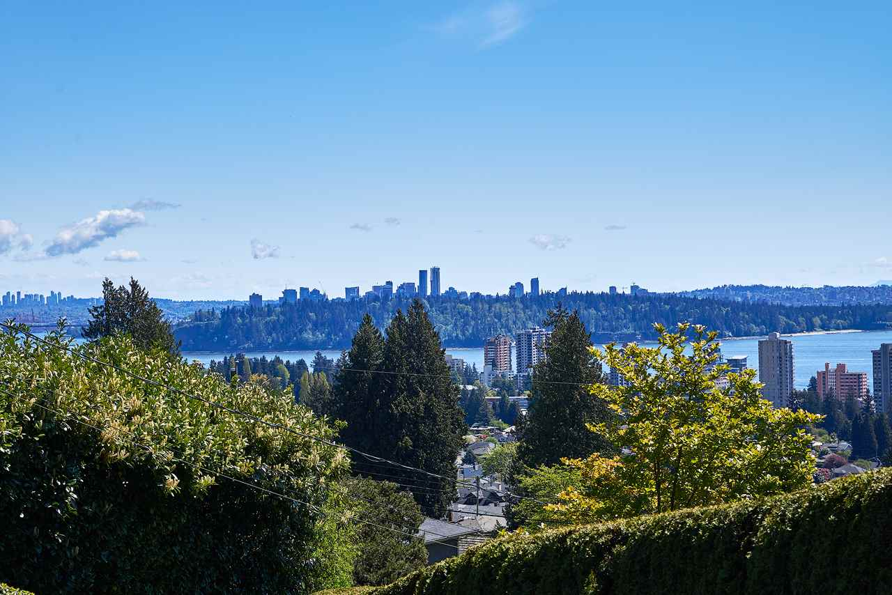 Detached at 2395 PALMERSTON AVENUE, West Vancouver, British Columbia. Image 4
