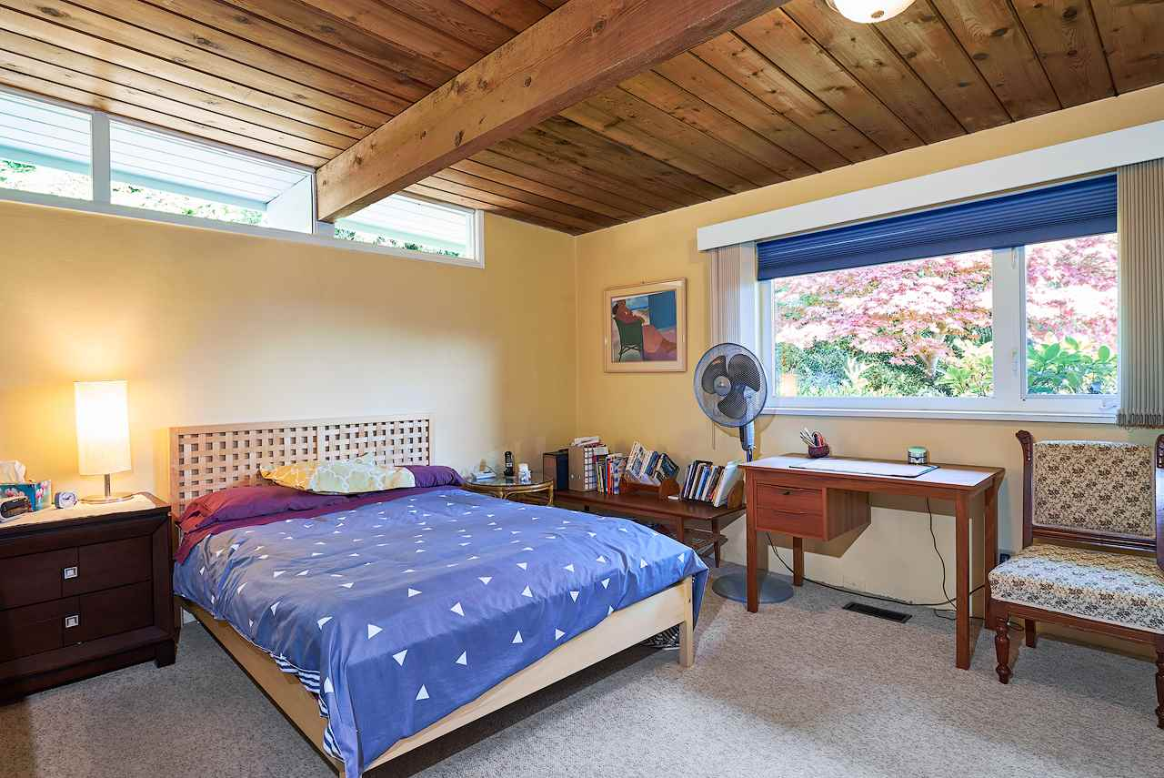 Detached at 2395 PALMERSTON AVENUE, West Vancouver, British Columbia. Image 15