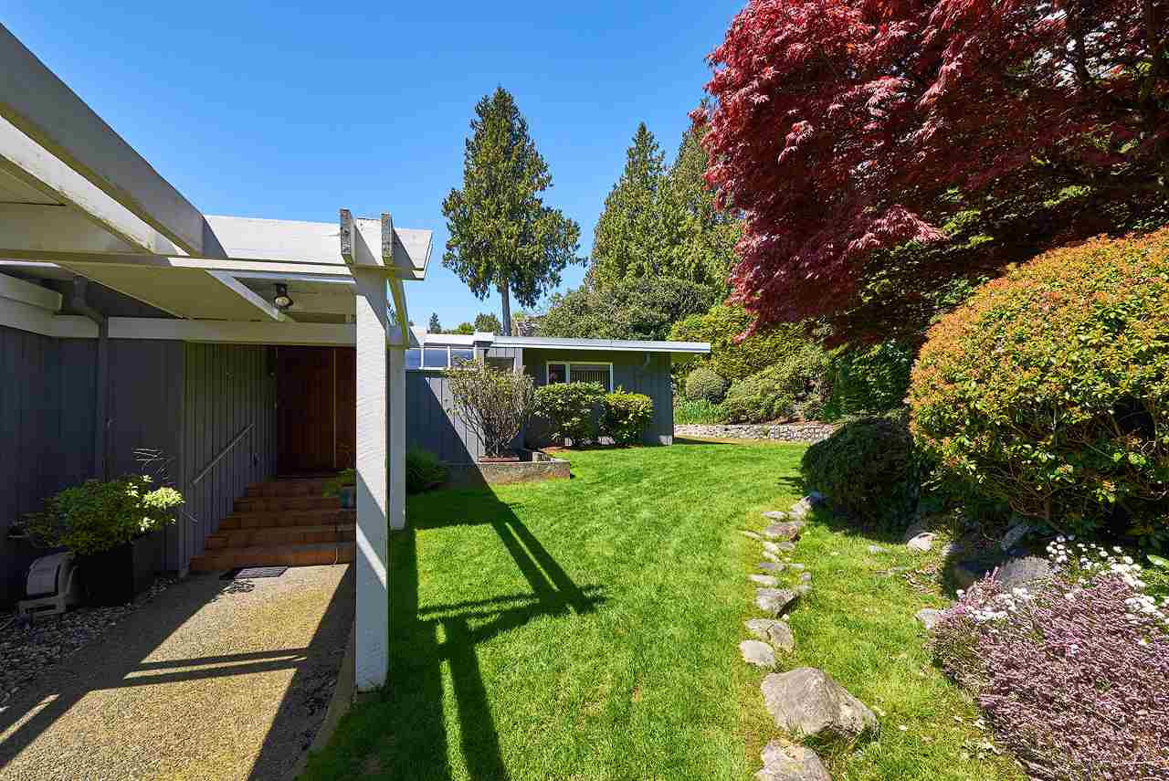 Detached at 2395 PALMERSTON AVENUE, West Vancouver, British Columbia. Image 17