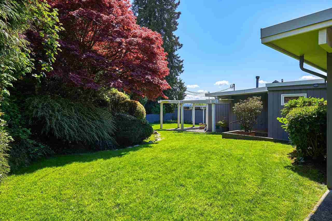 Detached at 2395 PALMERSTON AVENUE, West Vancouver, British Columbia. Image 18