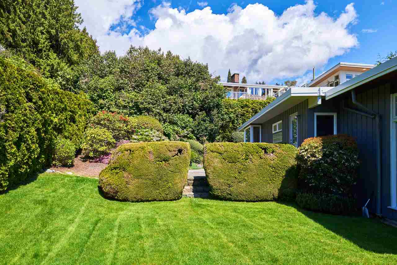 Detached at 2395 PALMERSTON AVENUE, West Vancouver, British Columbia. Image 19