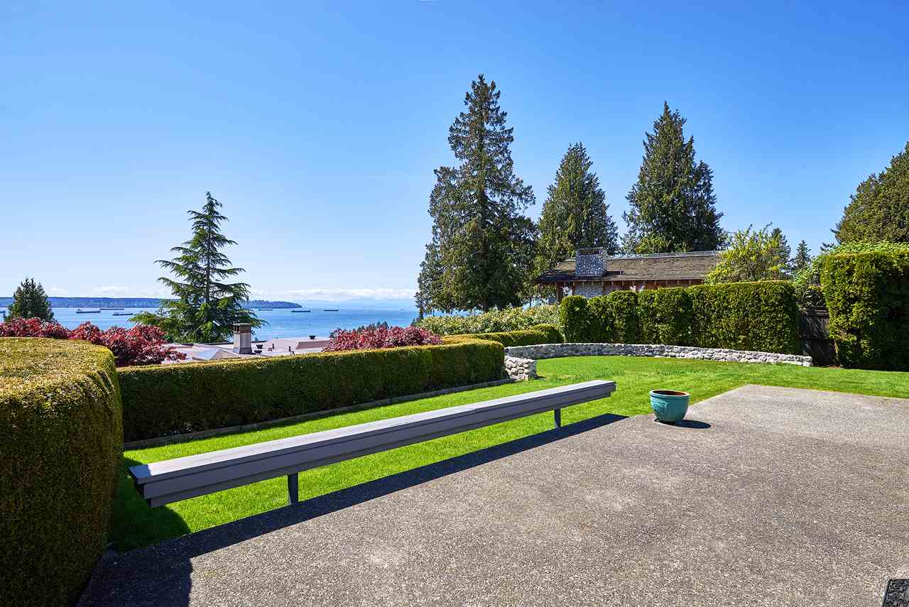 Detached at 2395 PALMERSTON AVENUE, West Vancouver, British Columbia. Image 20