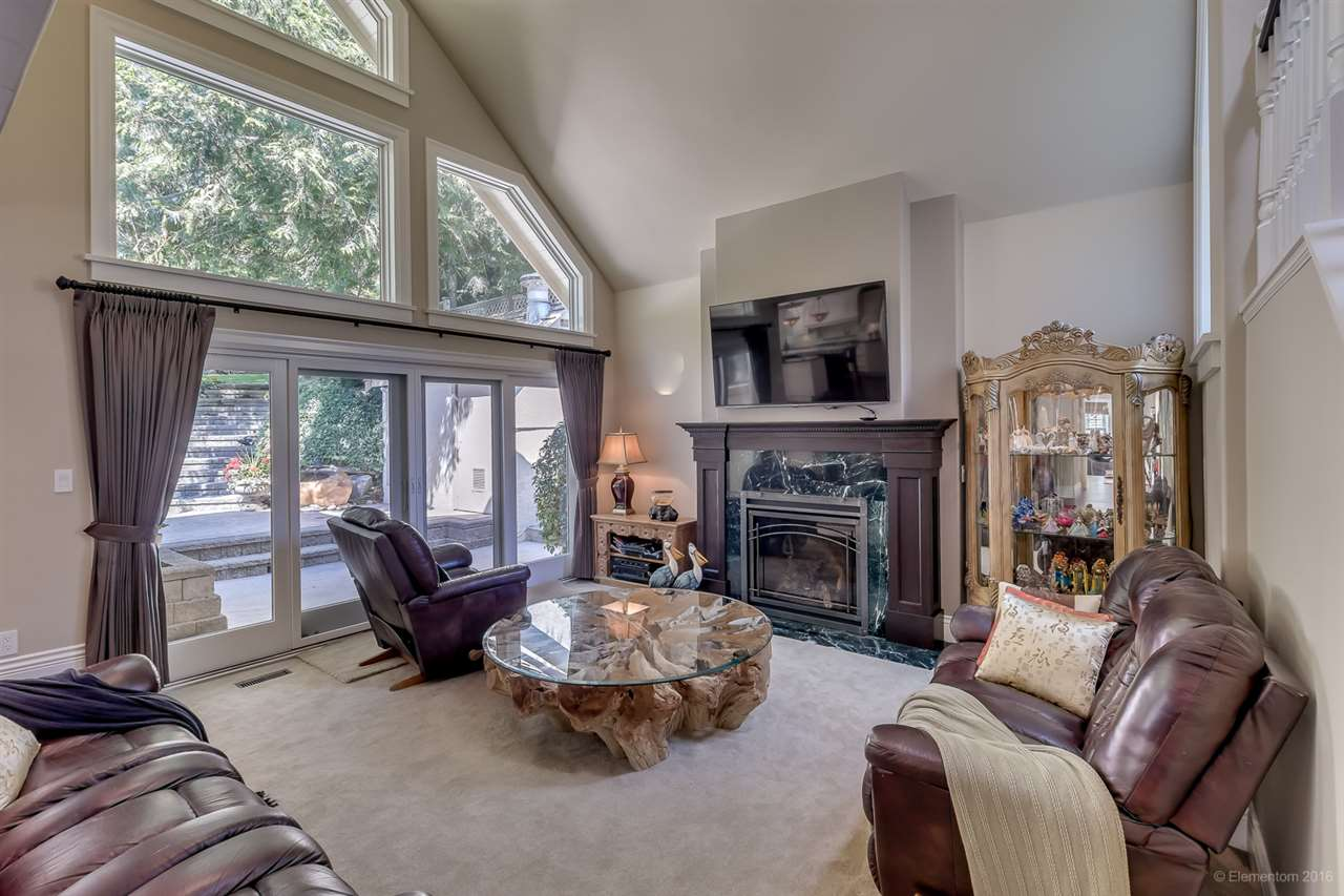 Detached at 4725 THE GLEN, West Vancouver, British Columbia. Image 7