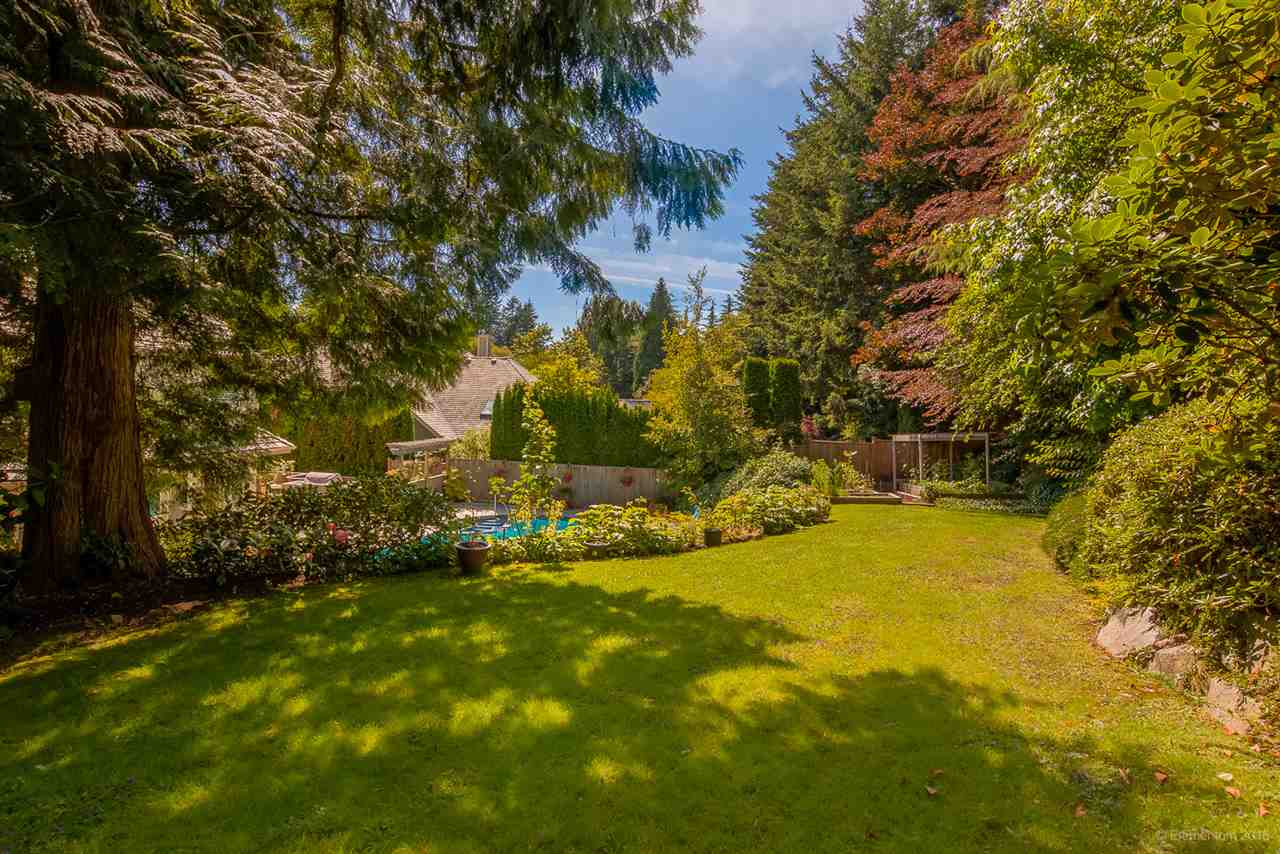 Detached at 4725 THE GLEN, West Vancouver, British Columbia. Image 14