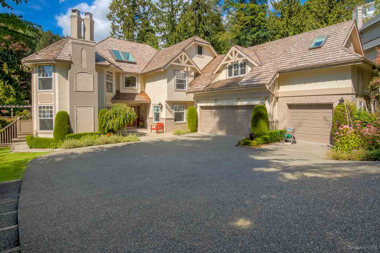 Detached at 4725 THE GLEN, West Vancouver, British Columbia. Image 15