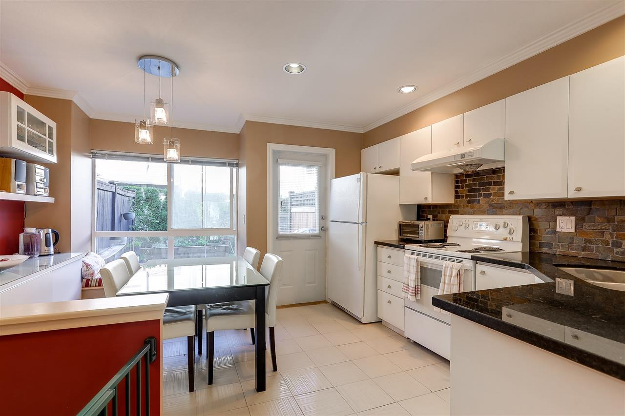 Townhouse at 7480 HAWTHORNE TERRACE, Burnaby South, British Columbia. Image 6
