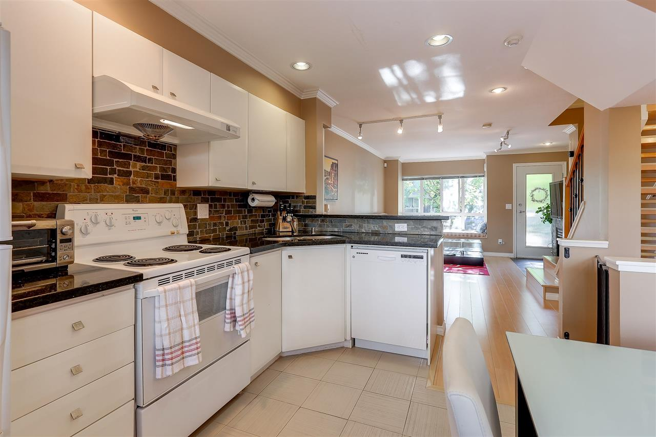 Townhouse at 7480 HAWTHORNE TERRACE, Burnaby South, British Columbia. Image 7