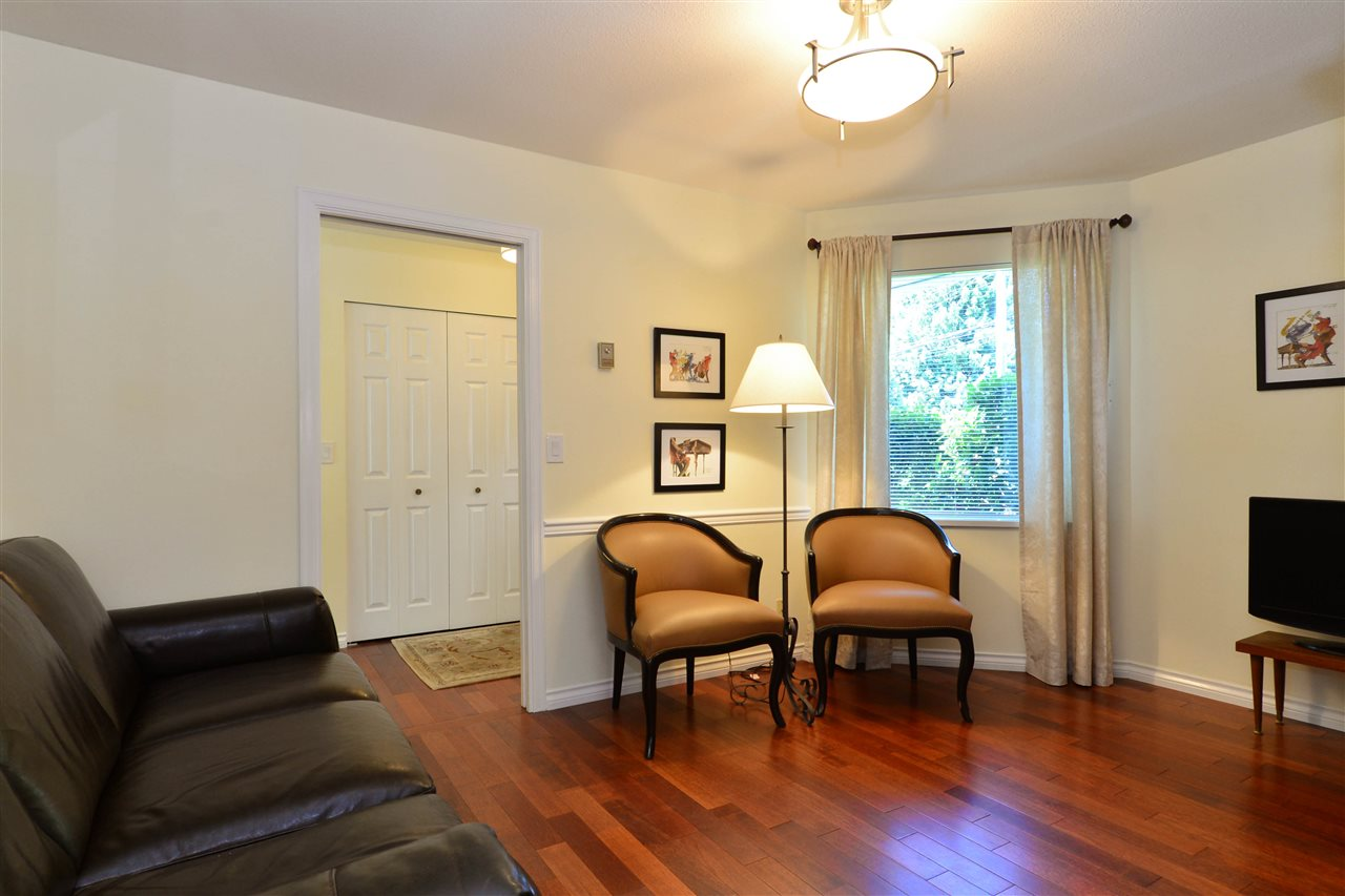 Detached at 12624 28TH AVENUE, South Surrey White Rock, British Columbia. Image 3