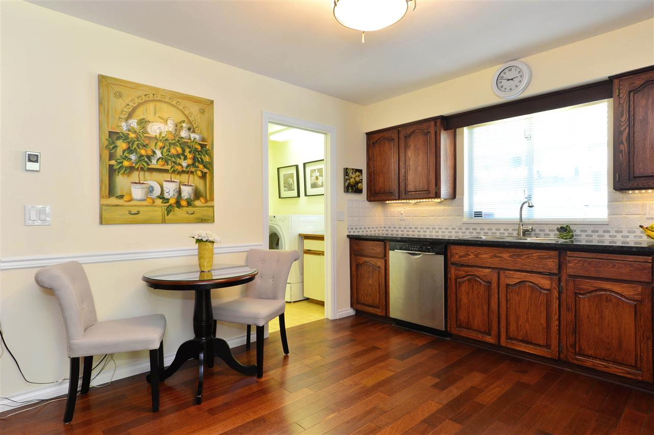 Detached at 12624 28TH AVENUE, South Surrey White Rock, British Columbia. Image 4