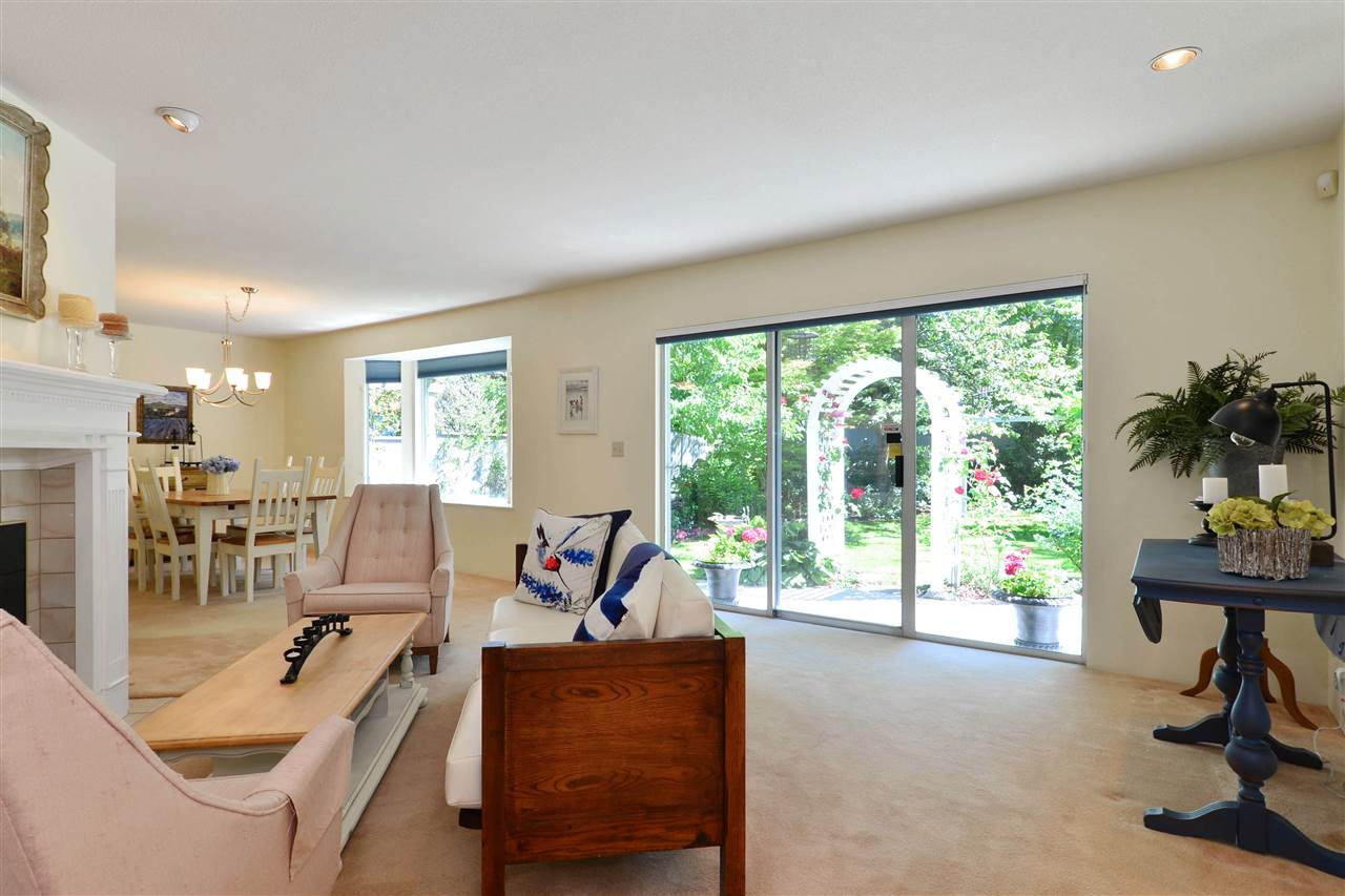 Detached at 12624 28TH AVENUE, South Surrey White Rock, British Columbia. Image 10