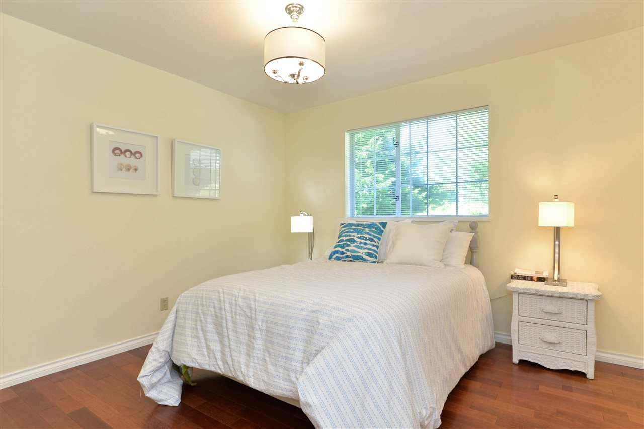 Detached at 12624 28TH AVENUE, South Surrey White Rock, British Columbia. Image 13