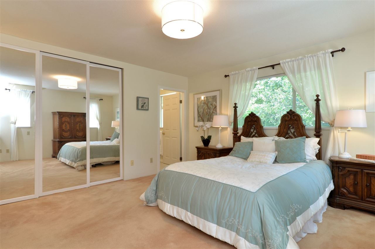 Detached at 12624 28TH AVENUE, South Surrey White Rock, British Columbia. Image 14
