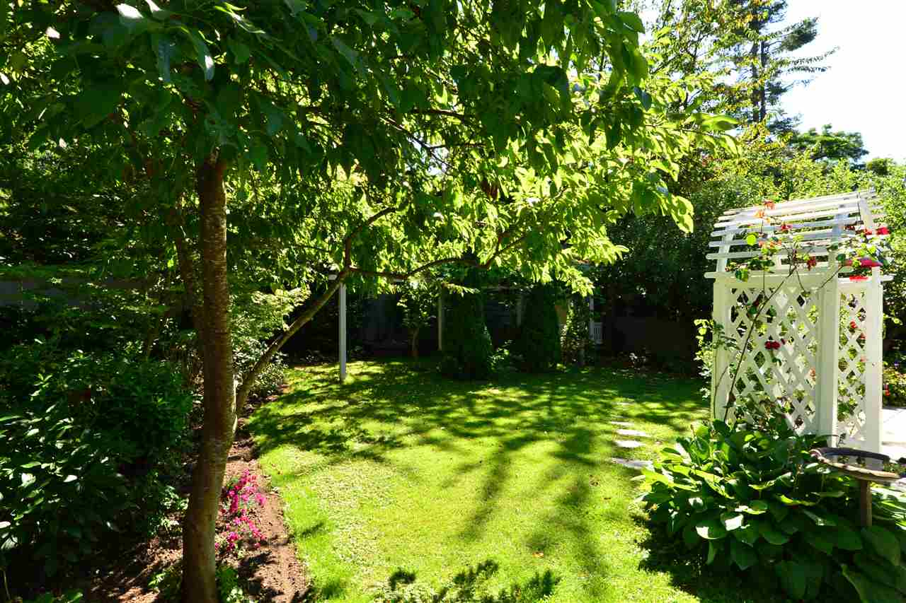 Detached at 12624 28TH AVENUE, South Surrey White Rock, British Columbia. Image 18