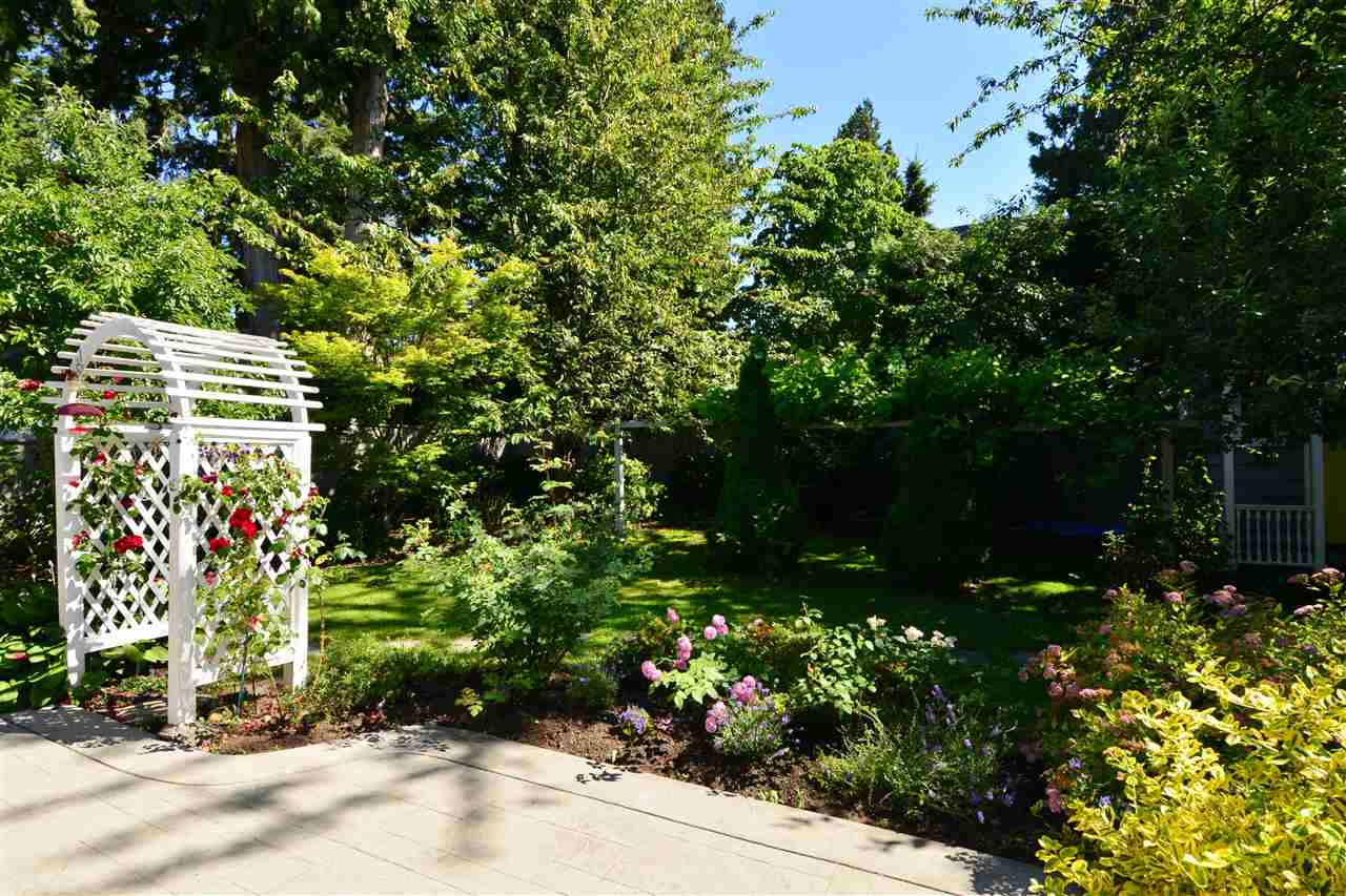 Detached at 12624 28TH AVENUE, South Surrey White Rock, British Columbia. Image 19