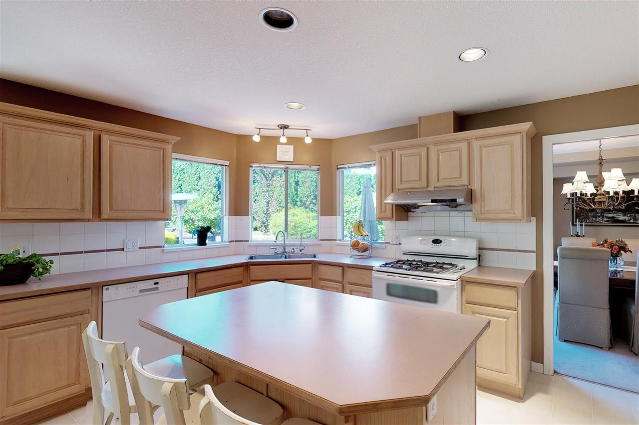 Detached at 1577 LODGEPOLE PLACE, Coquitlam, British Columbia. Image 6