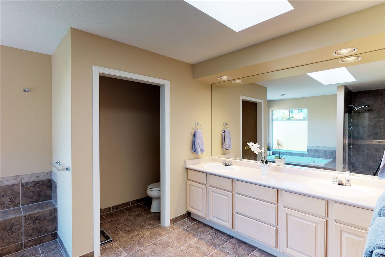 Detached at 1577 LODGEPOLE PLACE, Coquitlam, British Columbia. Image 11