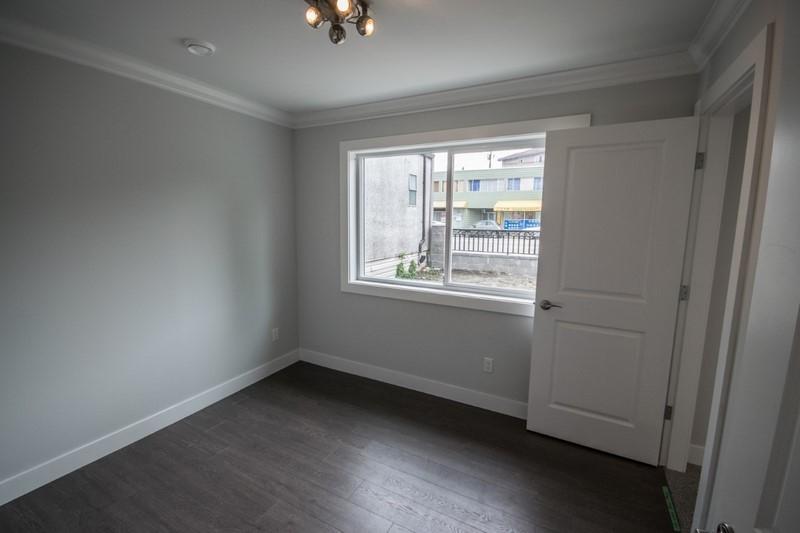 Half-duplex at 4531 VICTORIA DRIVE, Vancouver East, British Columbia. Image 6