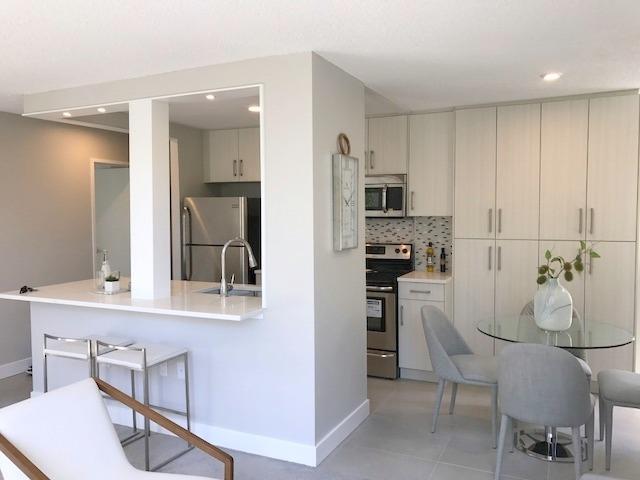 Condo Apartment at 609 2004 FULLERTON AVENUE, Unit 609, North Vancouver, British Columbia. Image 5
