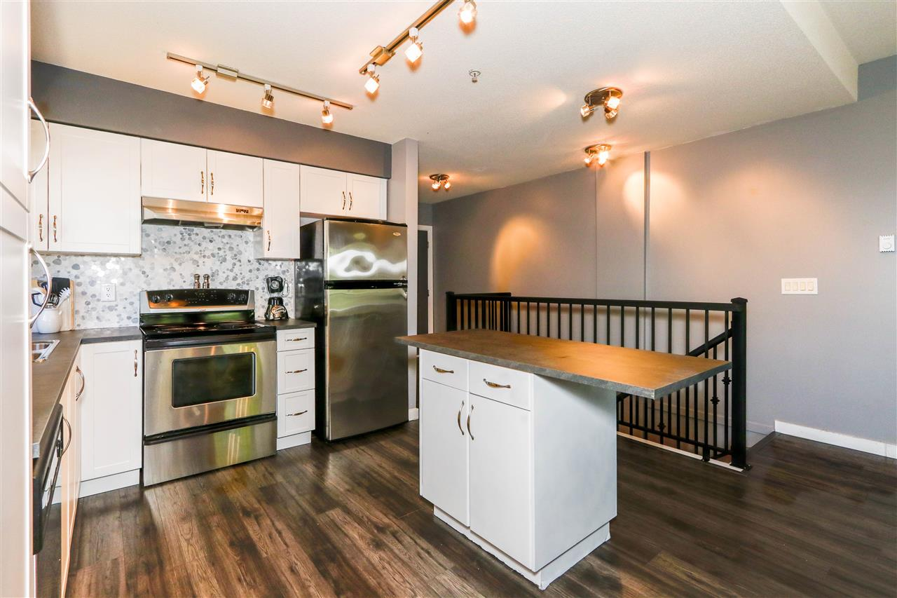Condo Apartment at 112 160 SHORELINE CIRCLE, Unit 112, Port Moody, British Columbia. Image 5
