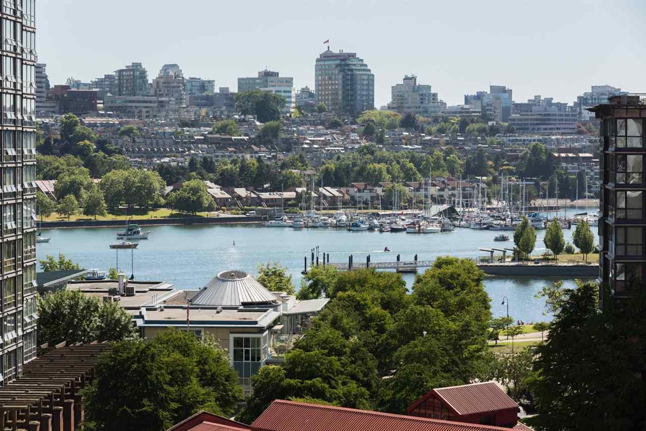 Condo Apartment at 1009 189 DAVIE STREET, Unit 1009, Vancouver West, British Columbia. Image 1