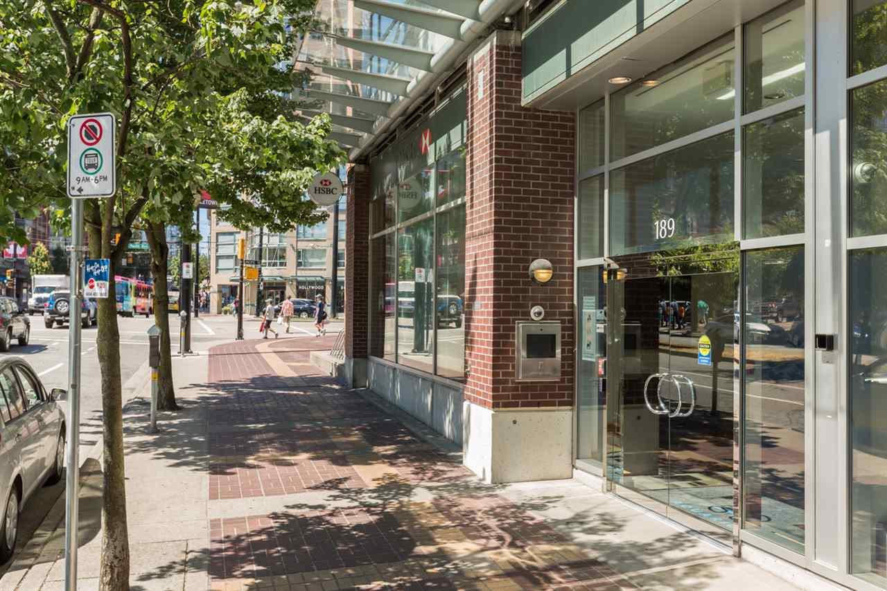 Condo Apartment at 1009 189 DAVIE STREET, Unit 1009, Vancouver West, British Columbia. Image 3
