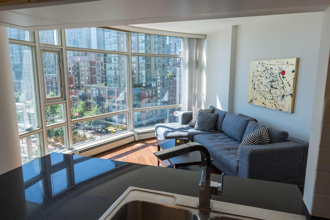 Condo Apartment at 1009 189 DAVIE STREET, Unit 1009, Vancouver West, British Columbia. Image 5
