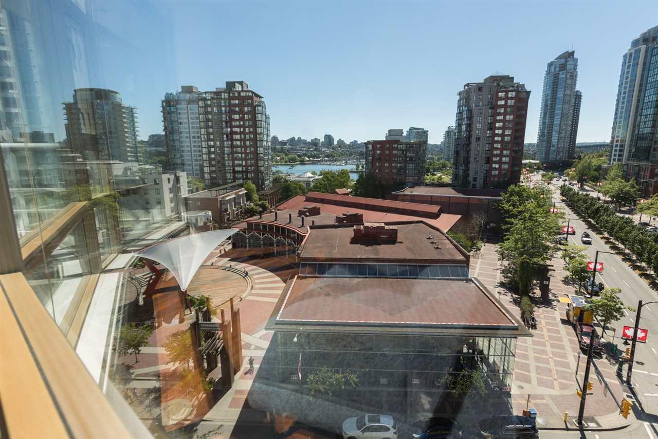 Condo Apartment at 1009 189 DAVIE STREET, Unit 1009, Vancouver West, British Columbia. Image 6