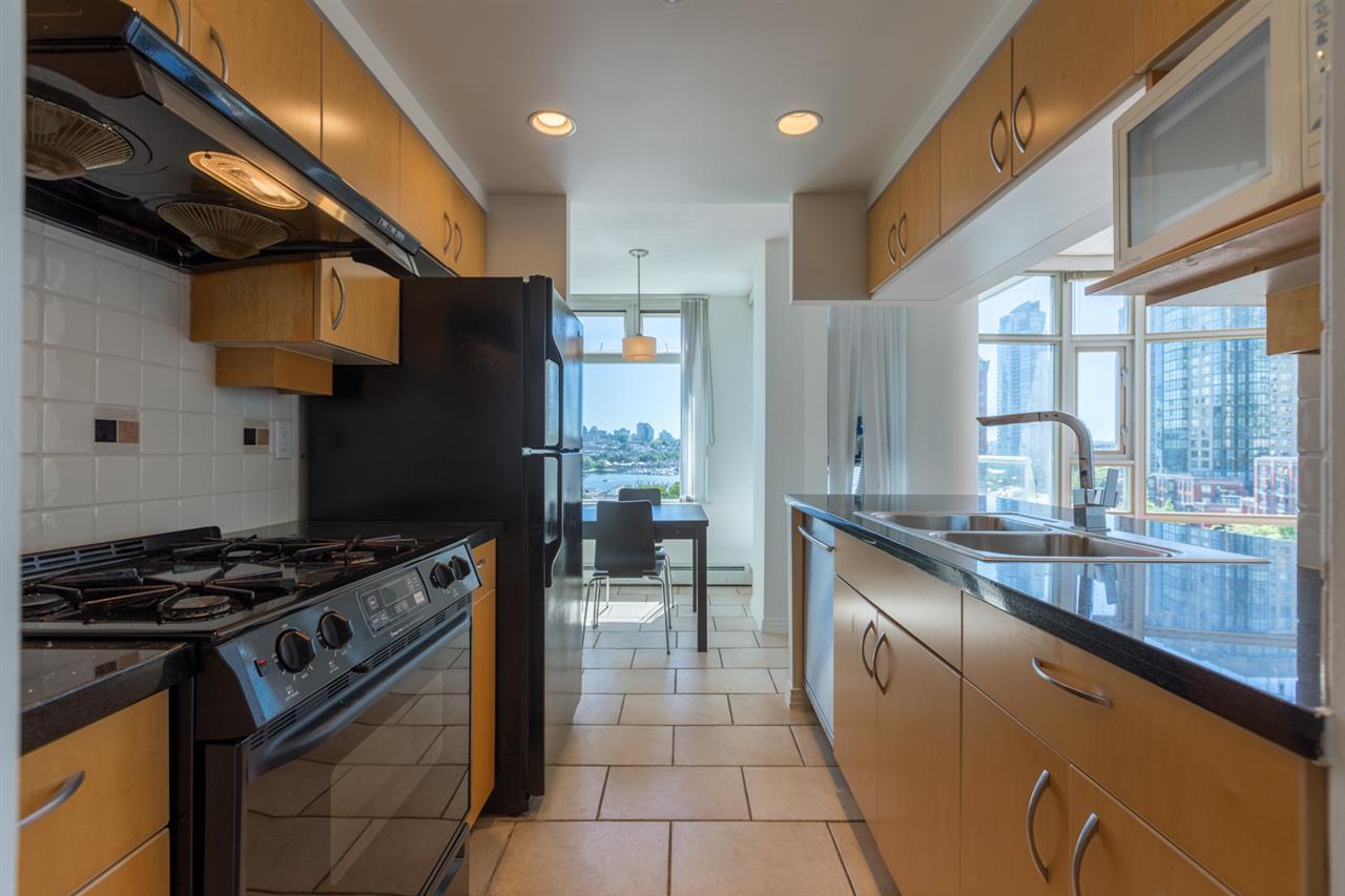 Condo Apartment at 1009 189 DAVIE STREET, Unit 1009, Vancouver West, British Columbia. Image 9