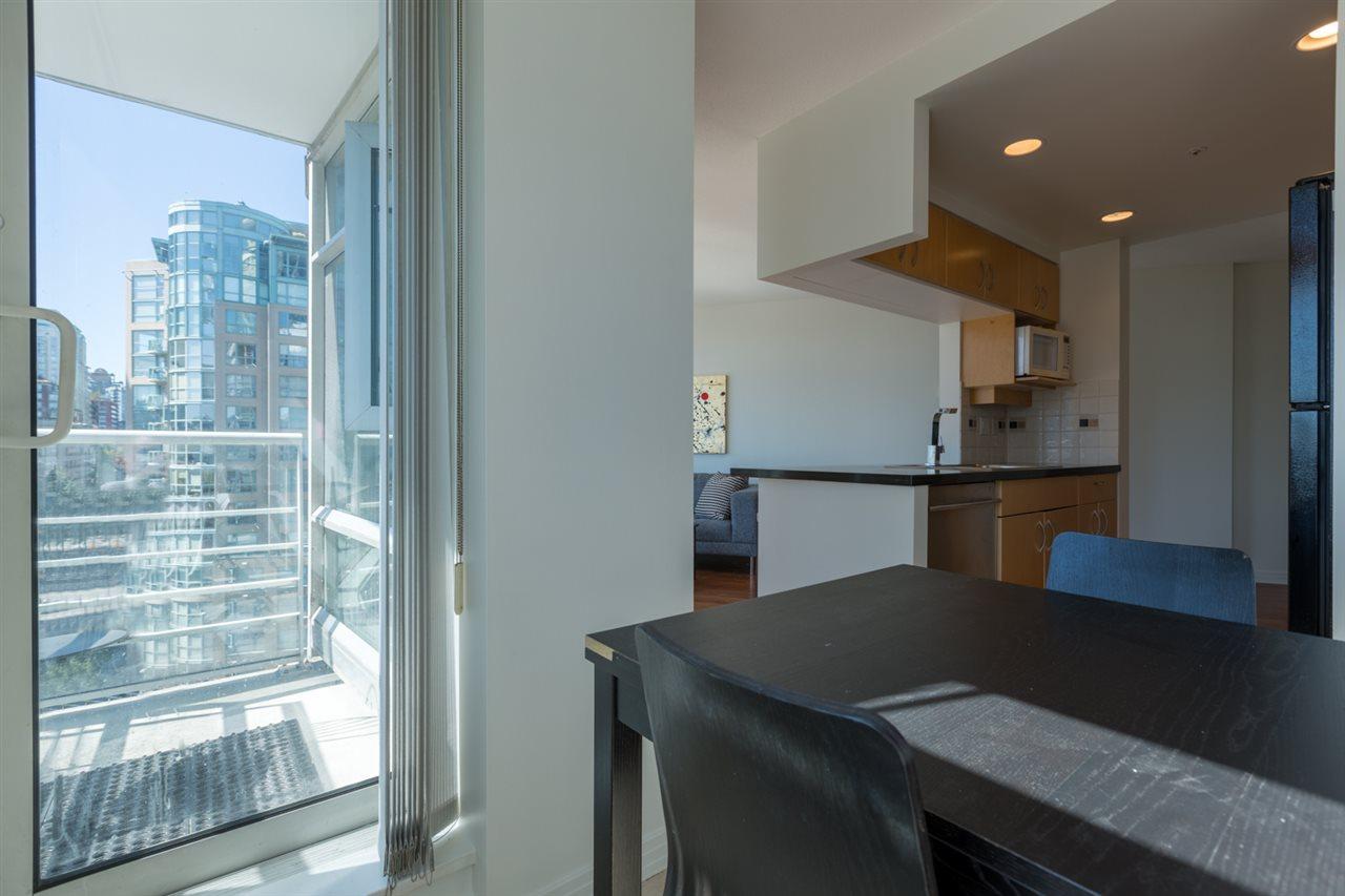 Condo Apartment at 1009 189 DAVIE STREET, Unit 1009, Vancouver West, British Columbia. Image 11