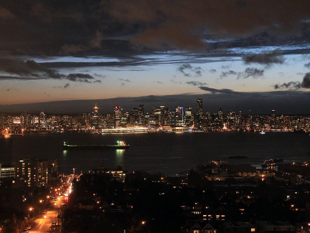 Condo Apartment at 1201 1320 CHESTERFIELD AVENUE, Unit 1201, North Vancouver, British Columbia. Image 2