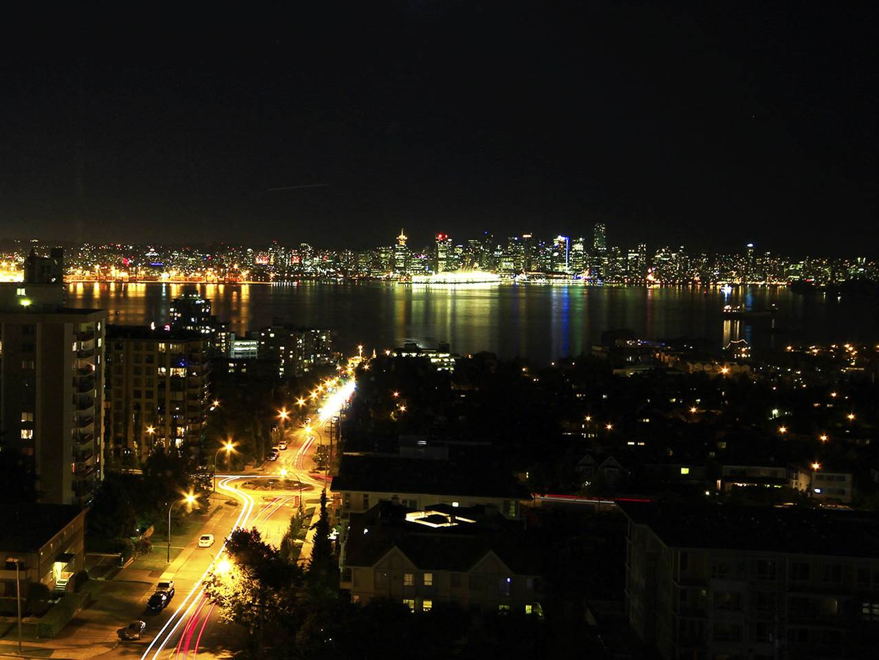 Condo Apartment at 1201 1320 CHESTERFIELD AVENUE, Unit 1201, North Vancouver, British Columbia. Image 3