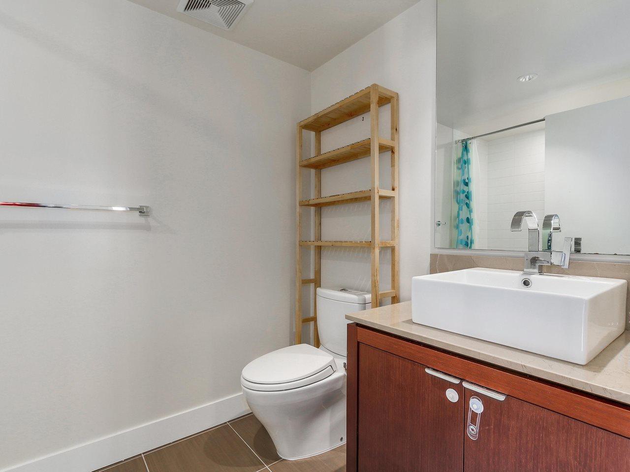 Condo Apartment at 1201 1320 CHESTERFIELD AVENUE, Unit 1201, North Vancouver, British Columbia. Image 17