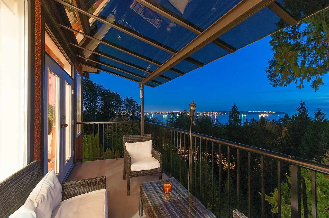 Detached at 2781 CHELSEA CLOSE, West Vancouver, British Columbia. Image 2