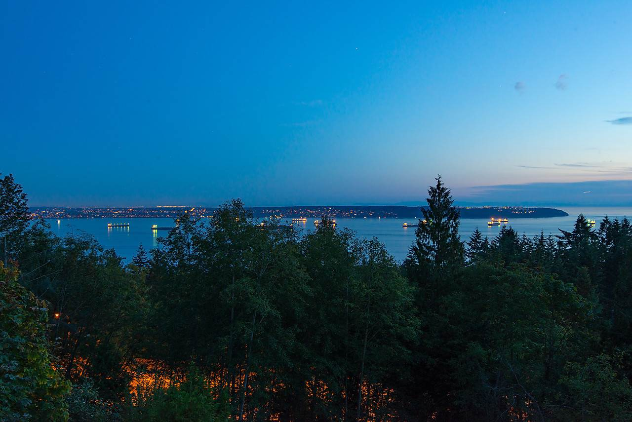 Detached at 2781 CHELSEA CLOSE, West Vancouver, British Columbia. Image 3