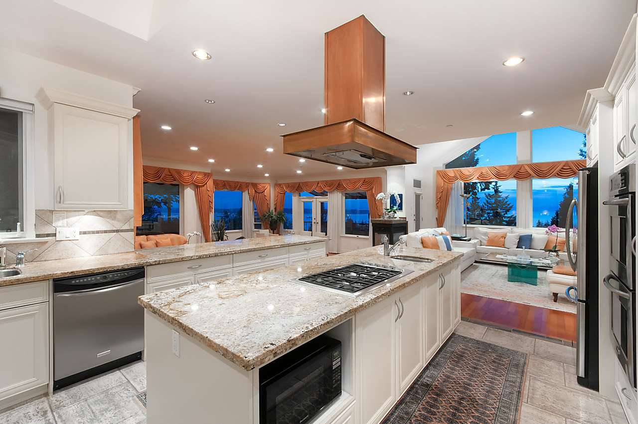 Detached at 2781 CHELSEA CLOSE, West Vancouver, British Columbia. Image 6