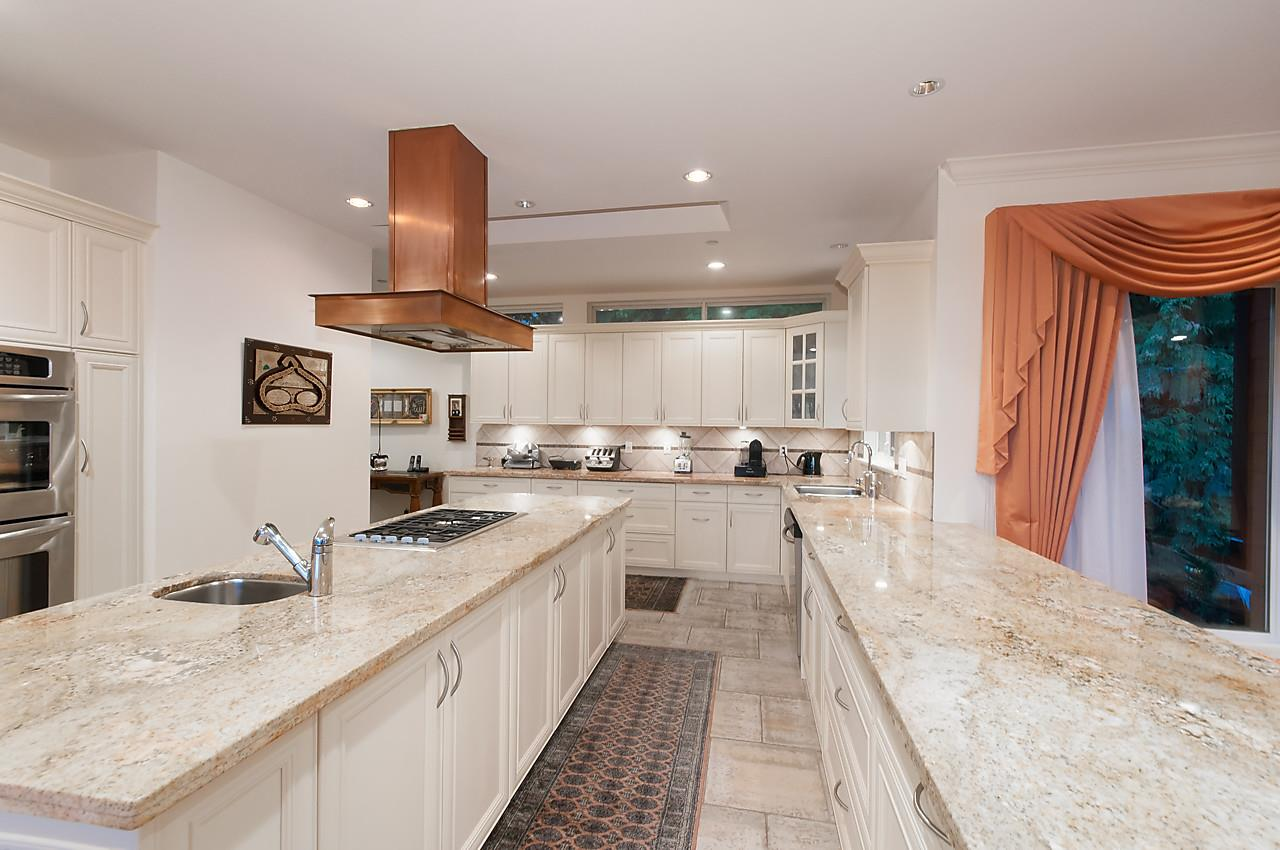 Detached at 2781 CHELSEA CLOSE, West Vancouver, British Columbia. Image 7