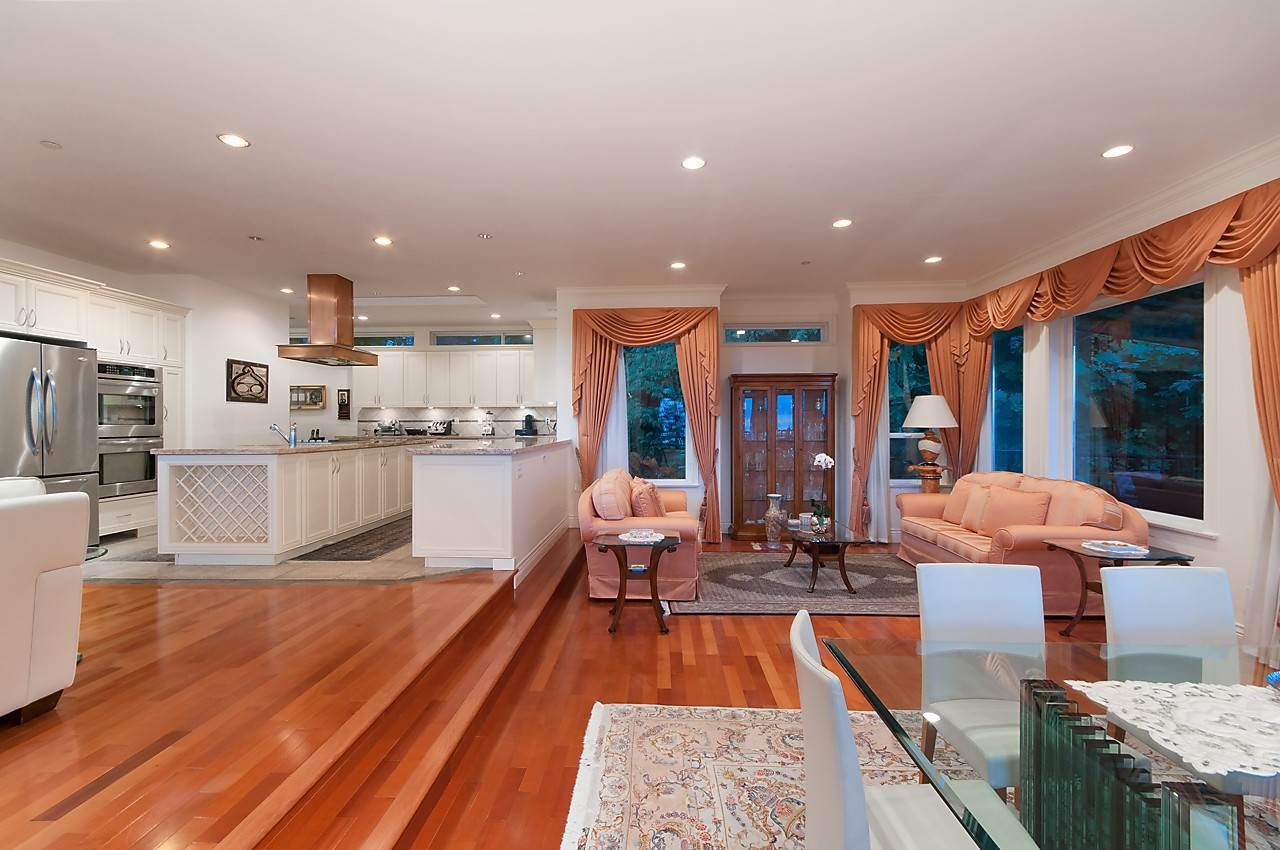 Detached at 2781 CHELSEA CLOSE, West Vancouver, British Columbia. Image 8