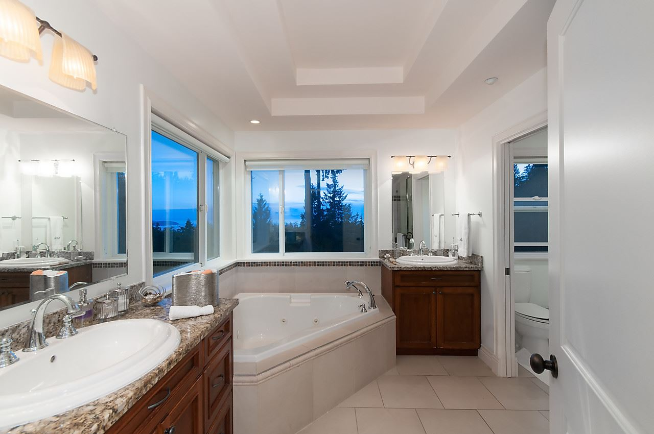 Detached at 2781 CHELSEA CLOSE, West Vancouver, British Columbia. Image 13