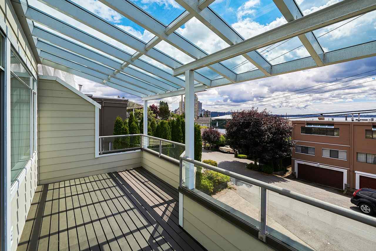 Half-duplex at 2372B MARINE DRIVE, West Vancouver, British Columbia. Image 17