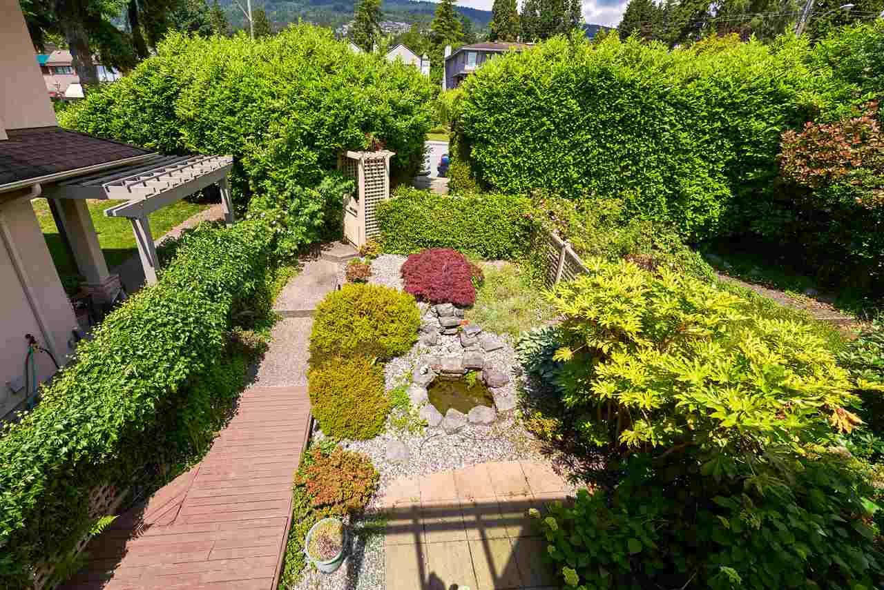 Half-duplex at 2372B MARINE DRIVE, West Vancouver, British Columbia. Image 19
