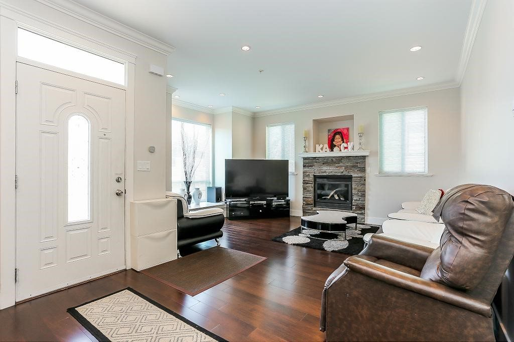 Detached at 1426 BEWICKE AVENUE, North Vancouver, British Columbia. Image 2