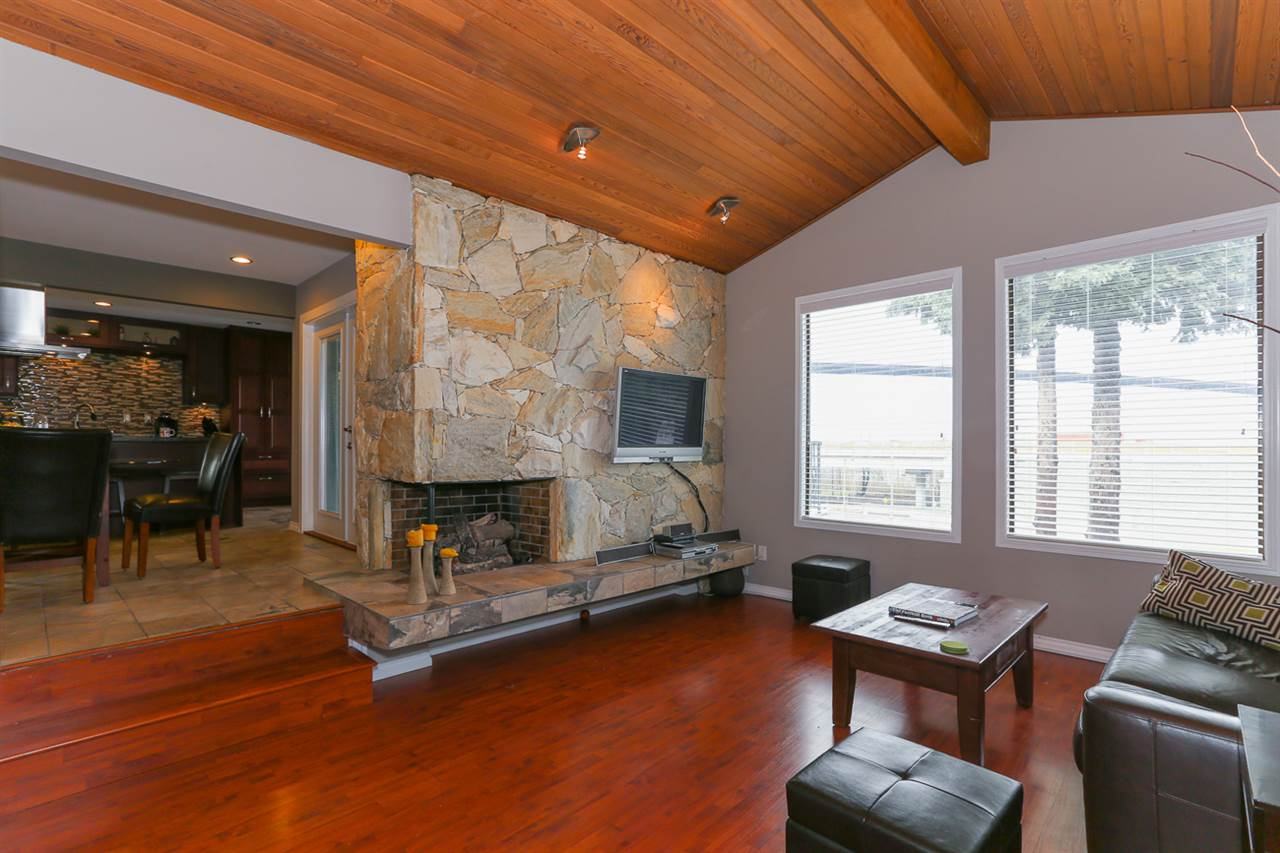 Detached at 10295 MAIN STREET, N. Delta, British Columbia. Image 3