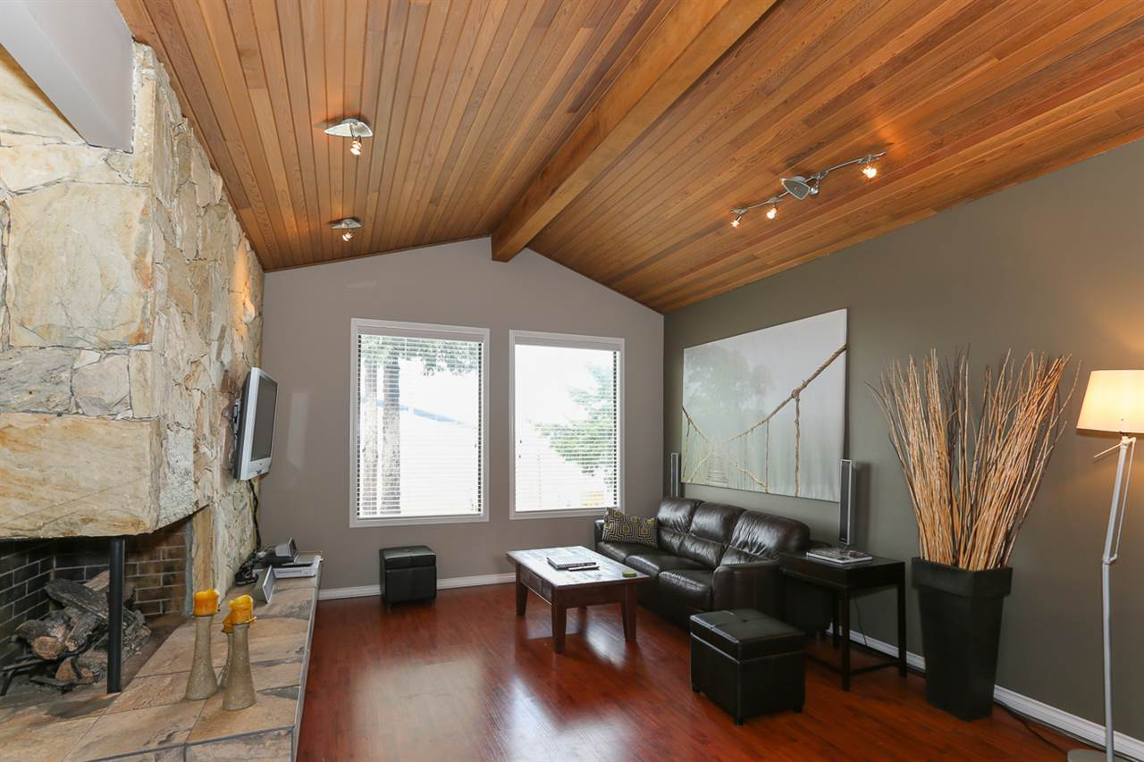Detached at 10295 MAIN STREET, N. Delta, British Columbia. Image 4